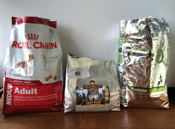 Bild 1: Premium Trockenfutter im Test – ROYAL CANIN, WOLFSBLUT und PLATINUM