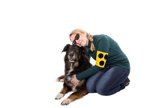 Treue Begleiter ist dieser Hund in jedem Fall für sein Frauchen