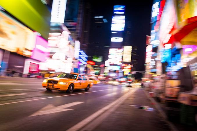 Der Time Square ist ohne Frage eine der bekanntesten Sehenswürdigkeiten in New York City. Mit dem Hund lässt sich dieser berühmte Platz auch prima erkunden. (#05)