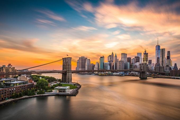Die Brooklyn Bridge ist das offizielle Wahrzeichen der Stadt New York und ist damit bei jedem Besuch ein absolutes Muss. (#01)