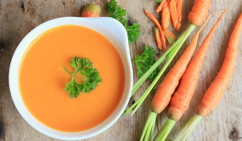 Karottensuppe nach Prof. Dr. Ernst Moro kann helfen, wenn der Hund Durchfall oder Bauchschmerzen hat.