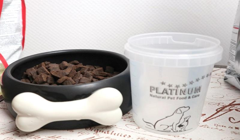 Platinum Trockenfutter getreidefrei: Die Adult Beef + Potato Kroketten im Napf