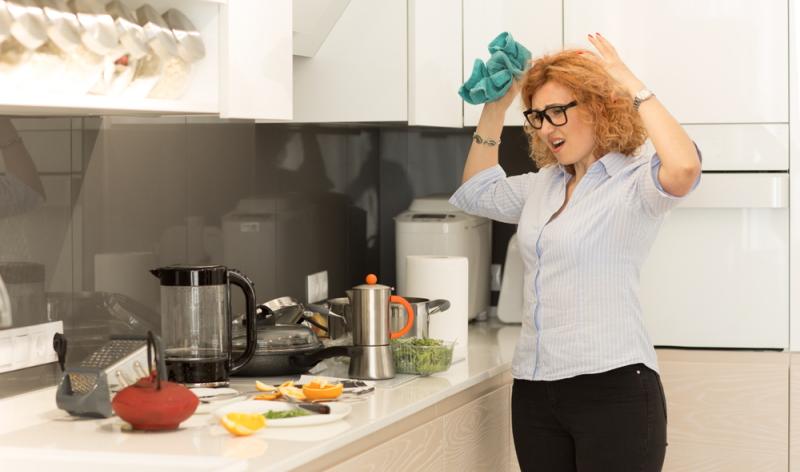 Macht man das Hundeeis selbst, kann schon mal ein kleines Küchenchaos entstehen. (Foto: Shutterstock - HBRH)