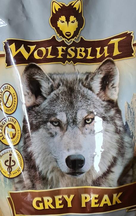 Der Wolf wird gern auf Hundefutterpackungen gedruckt. Es vermittelt Hundebesitzern eine natürliche Ernährung. Allerdings ist das Futter dennoch oft nicht natürlich.